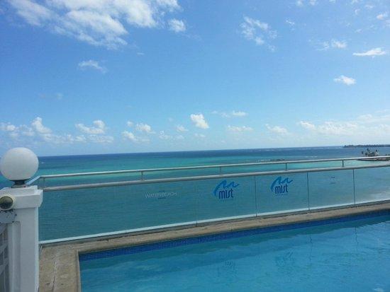 San Juan Water & Beach Club Hotel: Top floor pool and lounge areas