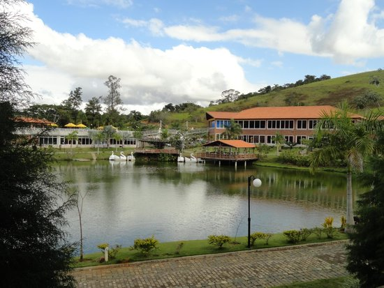 Vassouras Eco Resort: Vista da sede do hotel a partir do nosso apartamento.