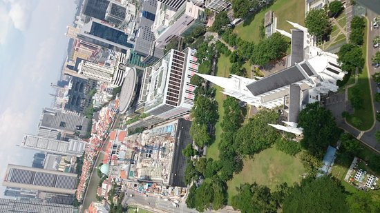 Swissotel The Stamford Singapore: 真下に教会も