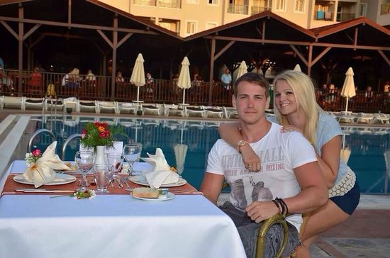 Julian Club Hotel: Our pool side meal my boyfriend arranged for my birthday meal. Was so lovely and romantic had ou