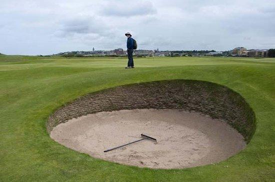 St Andrews Links: A killer bunker at St. Andrews