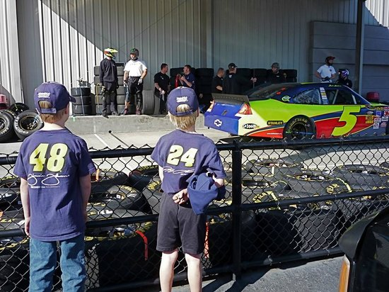 Garage Pass Shop Tours: Live Pit practice at Hendrick MotorSports
