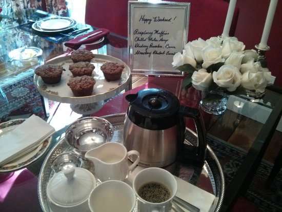 The Butler House Historic Bed and Breakfast: Wake up to beautifully arranged flowers, hot coffee and freshly baked muffins (from scratch)