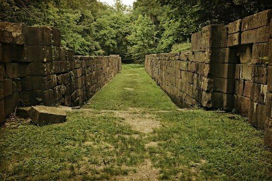 Great Falls Park: Canal Ruins