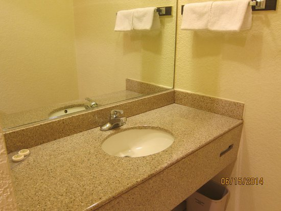 Travelers Inn: sink