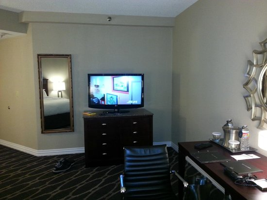 Hilton Houston Westchase: Television PH35