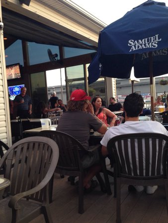 Brew House Grille: Outdoor patio
