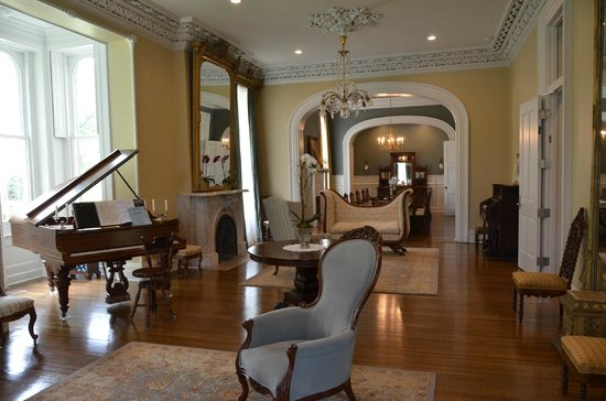 The James Lee House : Parlor room - public area