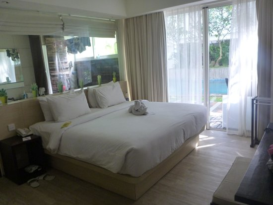 The Akmani Legian: Poolside grand deluxe room