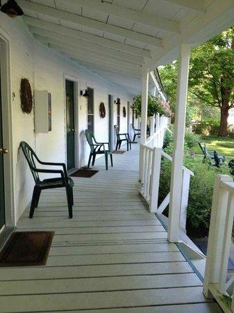 The Woodstock Inn on the Millstream: Porch