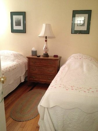The Woodstock Inn on the Millstream : Room two twin beds