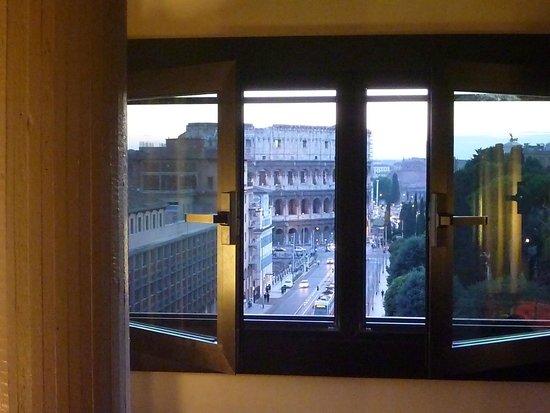 Mercure Rome Colosseum Centre : It's that close !