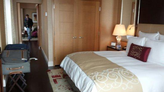 The Ritz-Carlton, Toronto : Suite limpa, cheirosa, espaçosa e confortável