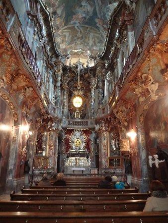 Asam Church: Nave da igreja