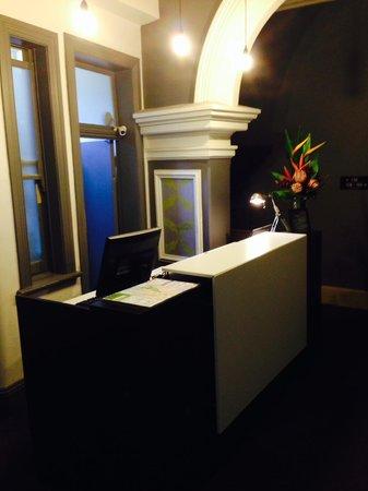 Pensione Hotel Sydney - by 8Hotels: Hotel Reception