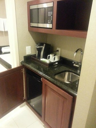 Town & Country Inn and Suites: Microwave, coffee, frig