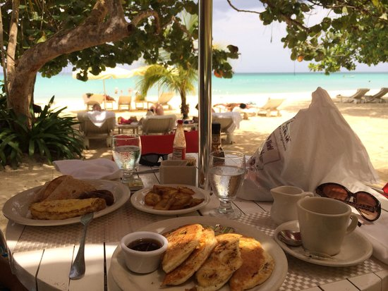 Idle Awhile The Beach: Delicious breakfast with a great view