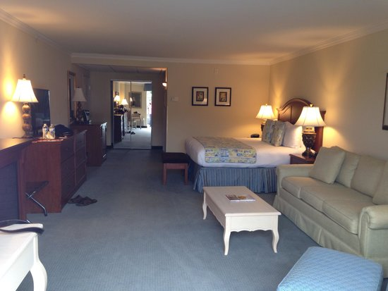 Hotel Rehoboth: King Suite Room with Rehoboth St view # 201