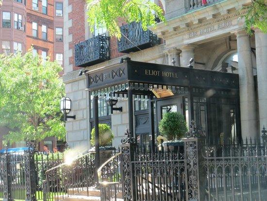 Eliot Hotel: Hotel Facade