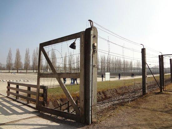 KZ-Gedenkstätte Dachau: cerca elétrica