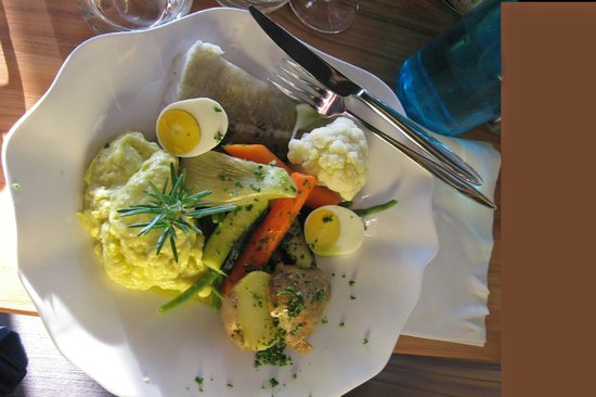 Restaurant de la Reine Jeanne: Baked cod with vegetables and Aioli sauce- Yummy
