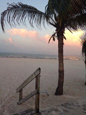The Neptune Resort: Beach view from pool