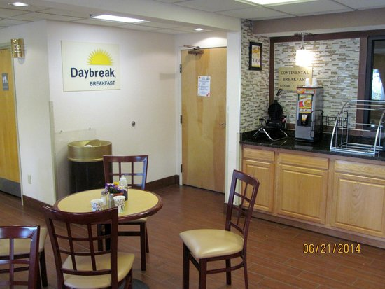 Days Inn Hillsdale : Lobby/breakfast area.