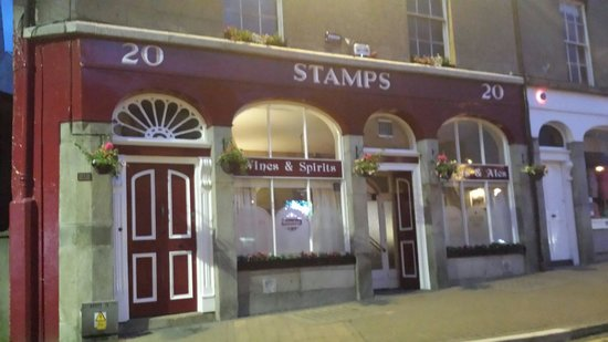 Stamp's Pub: Great shop front