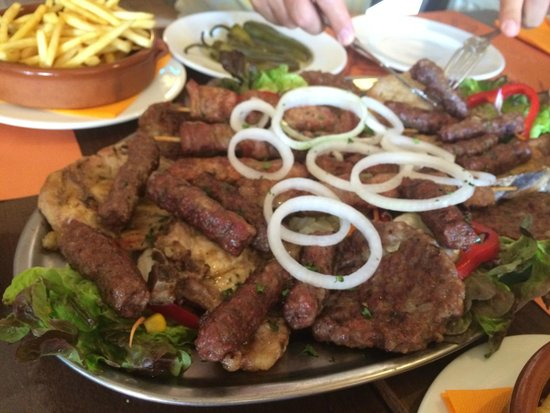 Pasko's Balkan Grill: Mesano meso / Grilled meat mix