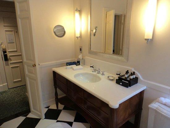 The Savoy: bathroom