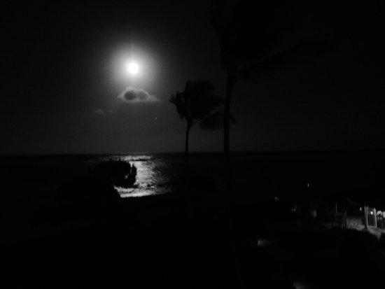 Waipouli Beach Resort: Full Moon