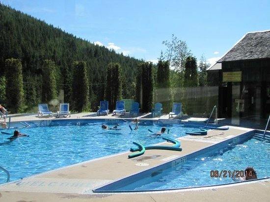 Nakusp Hot Springs: Quiet day at the Hot Springs!