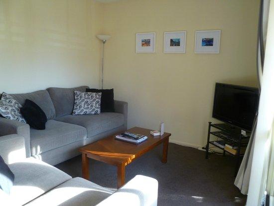 Tuscana Motor Lodge: lounge room