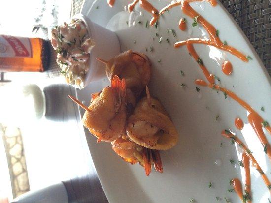 Ivan's Bar & Restaurant At Catcha Falling Star Hotel: Plantain wrapped shrimp