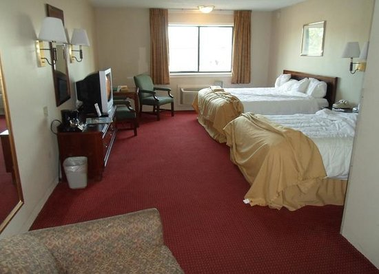 Quality Inn Cedar Point South: clean room
