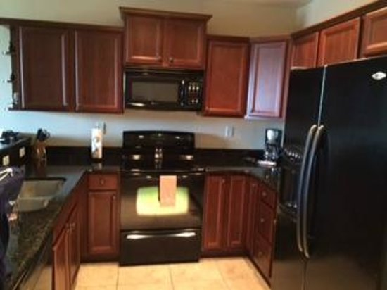 Emerald Greens Condo Resort : fully furnished kitchen. you definitely have enough kitchen utensils to cook a meal