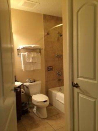 Emerald Greens Condo Resort : one of the bathrooms