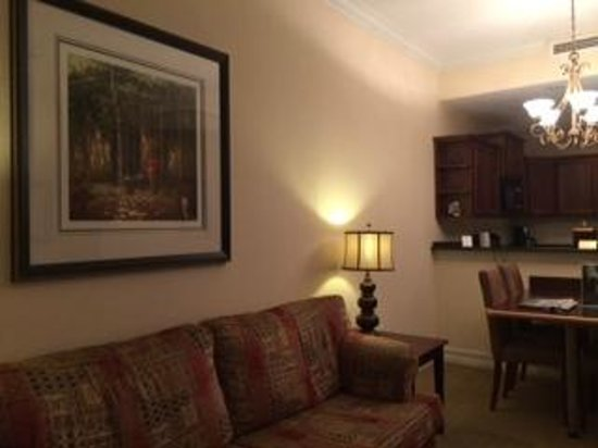 Emerald Greens Condo Resort : living area with and breakfast nook