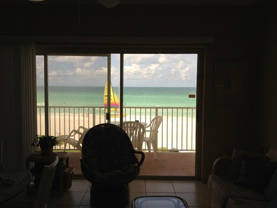 SeaHorse Beach Resort: from inside, there's actually 3 sliders that span the width of the room