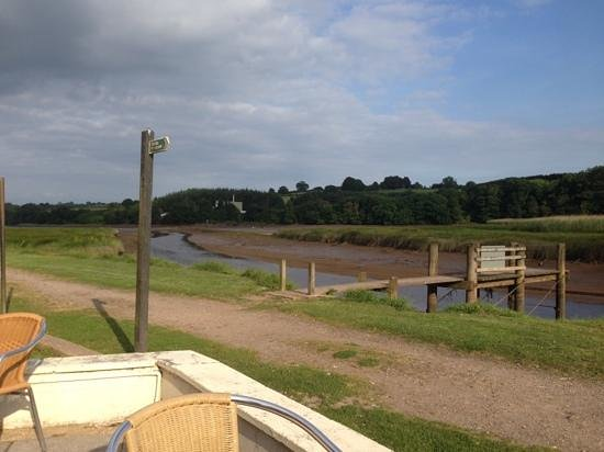 Passage House Inn : the view from our table on the river