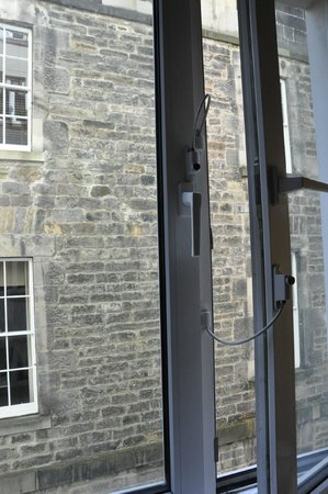 Ibis Edinburgh Centre Royal Mile : view from room 207 alley