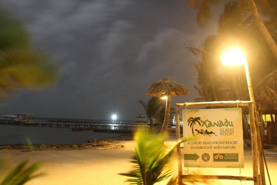 Xanadu Island Resort: Beach entrance