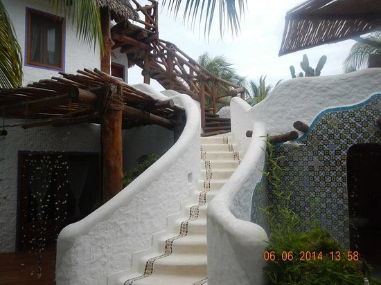 Mandarina Restaurant & Beach club by Casa Las Tortugas : common area to rooms