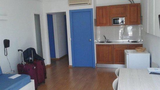 Apartamentos Playasol My Tivoli: Salón y cocina 601B