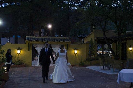 Hotel Cortijo la Reina : Entrada de los novios.