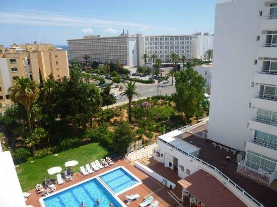 Apartamentos Playasol My Tivoli : Vistas desde terraza de hab 601B