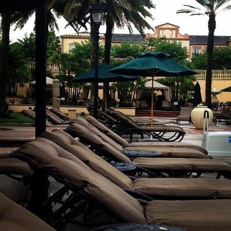 Loews Portofino Bay Hotel at Universal Orlando : villa pool area