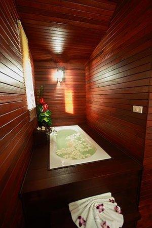Baan Habeebee Resort: Take a bath
