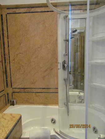 Hotel Villa San Pio: baño