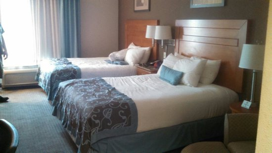 Wingate by Wyndham Lancaster / PA Dutch Country: 2 queen bed room located on first floor